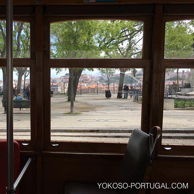 test ツイッターメディア - 路面電車24番車窓から、サン・ペドロ・デ・アルカンタラ展望台。 #リスボン #ポルトガル https://t.co/ABID6g3Mdt