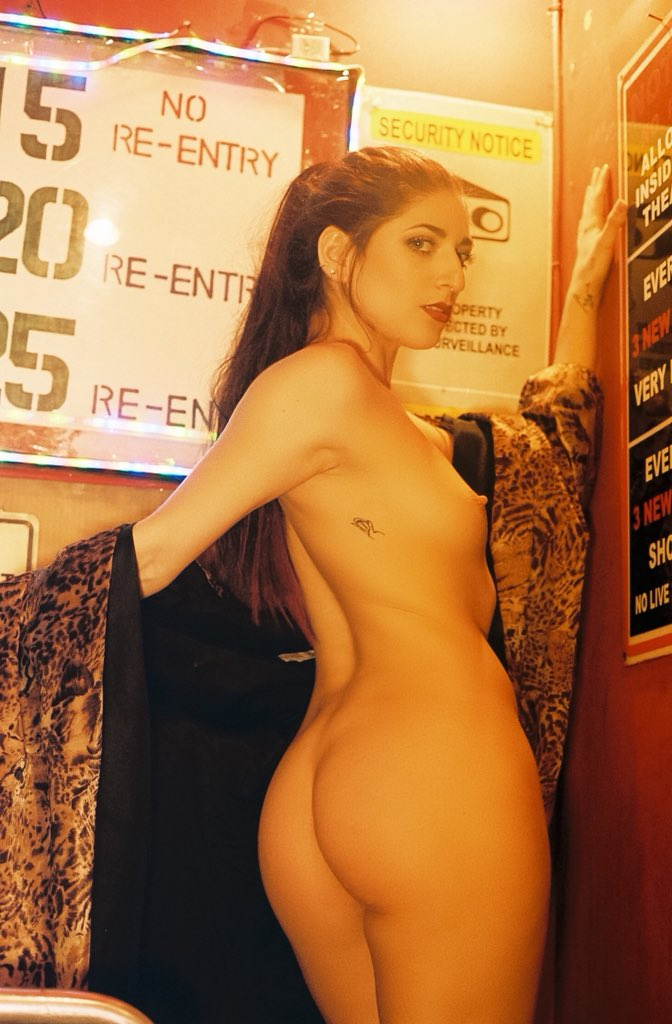 1 pic. From porno theater to sex shop, why can't I just be naked all the time? 0CYhxZ92