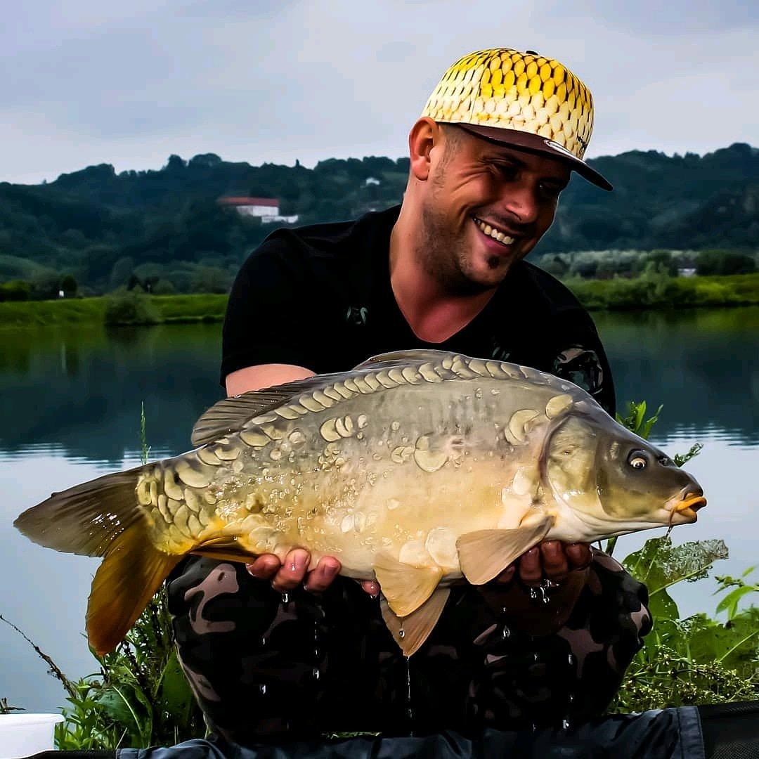 Great catch 😍 Happy Sunday! #fishing #angling #carpfishing #badangling #carp https://t.co/56DEv9g