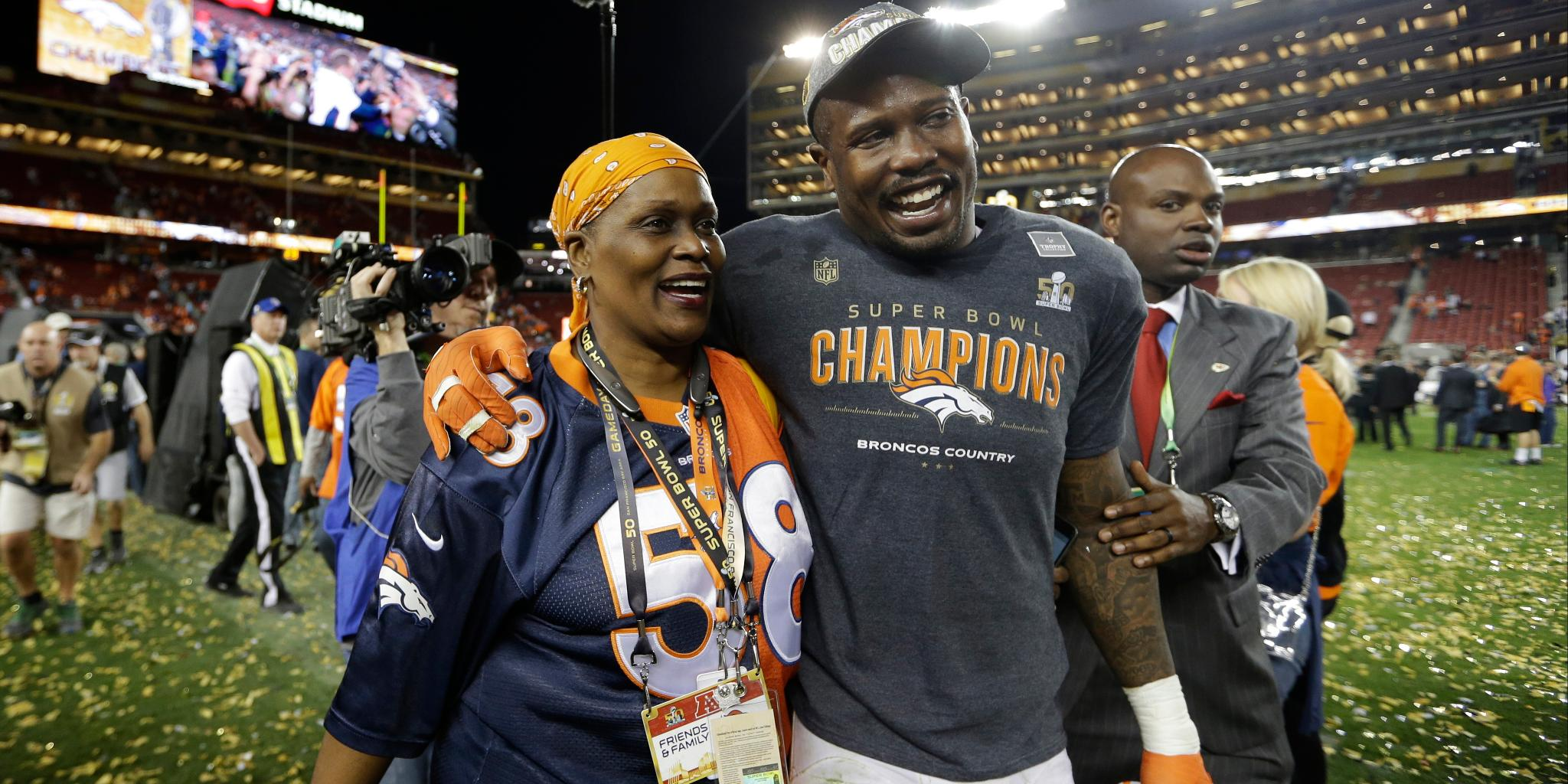 50 NFL players.  And the moms who supported their journey! https://t.co/axSJKbSEkX #HappyMothersDay https://t.co/ok9U66Loiq