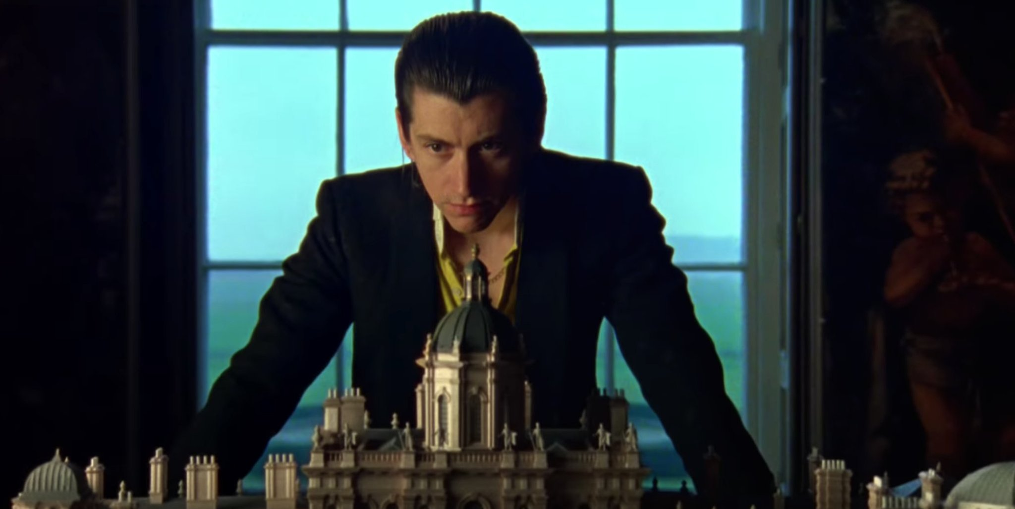 """Watch @ArcticMonkeys' new video for """"Four Out Of Five"""" https://t.co/CL9hOwV2zi https://t.co/Y1qZ2UW9Tm"""