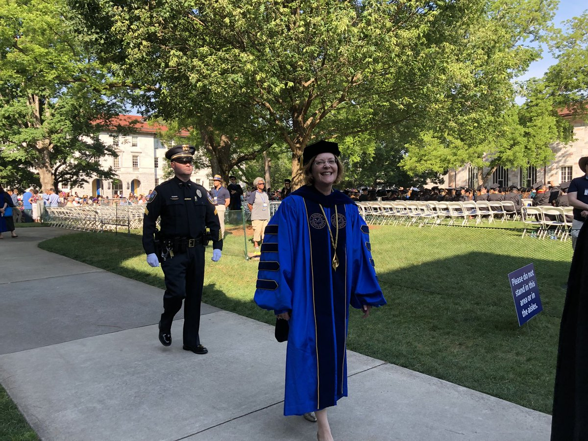RT @emorycollege: The processional finale: @prezsterk #Emory2018 https://t.co/9zPp4gS29m