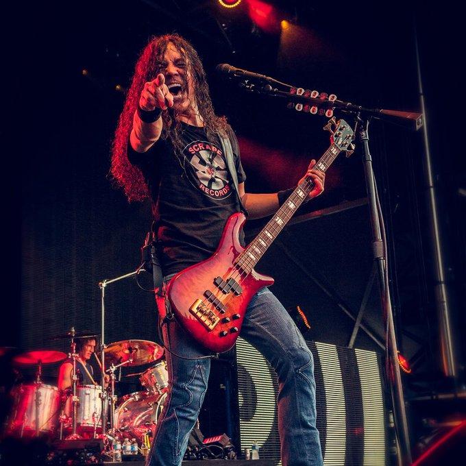 Happy 52nd birthday to bassist Mike Inez!!