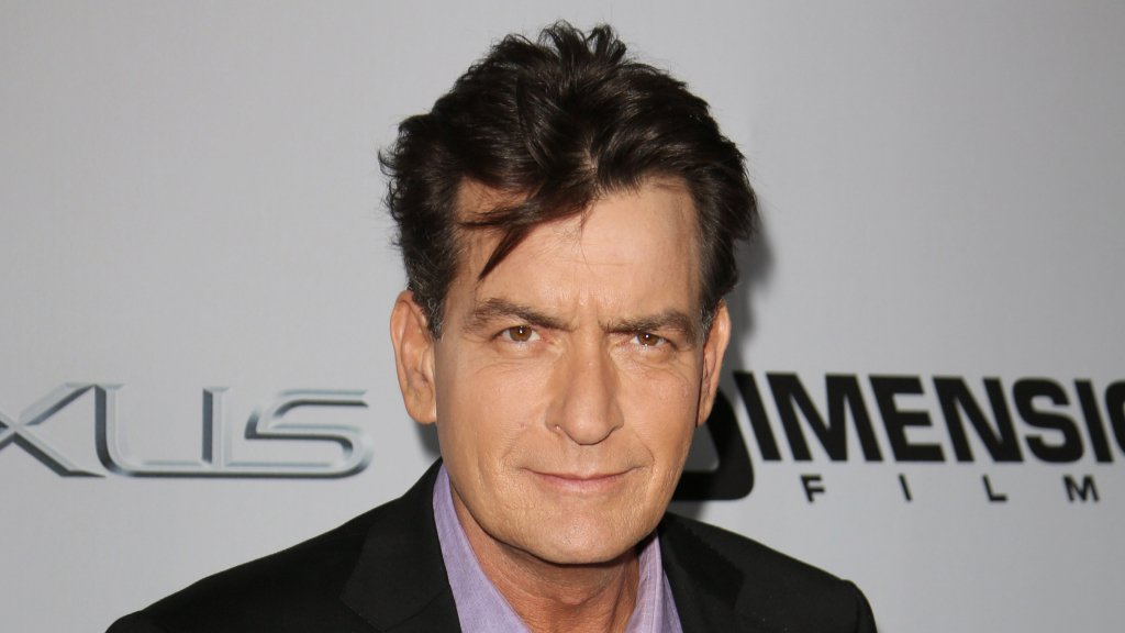 .@charliesheen is renting his infamous Beverly Hills mansion https://t.co/iRoMumRr0N https://t.co/iKgGOsQjNF