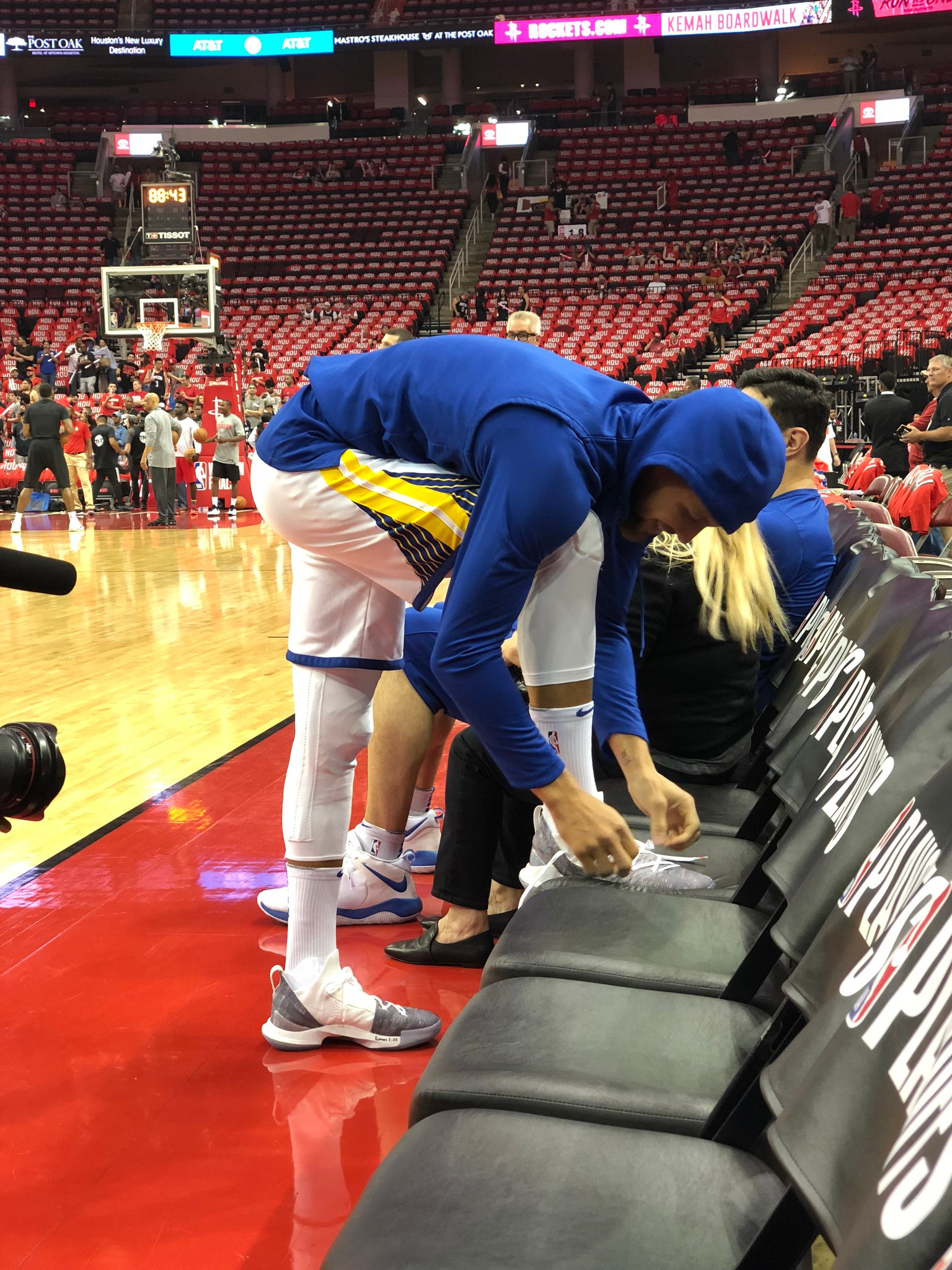 .@StephenCurry30 lacing 'em up for Game 1.   WCF coverage coming up NEXT on TNT! �� https://t.co/fAKuShNknc