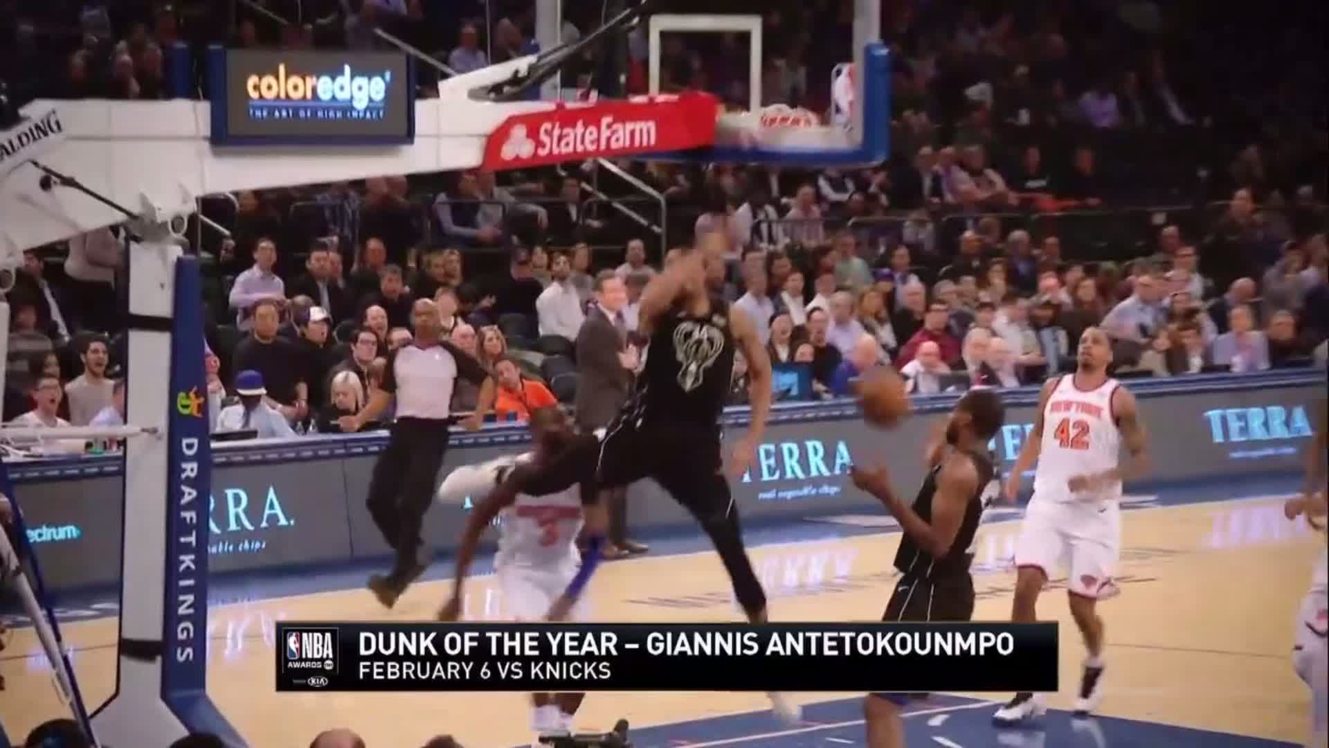.@Giannis_An34 of the @Bucks wins the 2018 #DunkofTheYear! ������  #NBAAwards https://t.co/kWezu0mdVP
