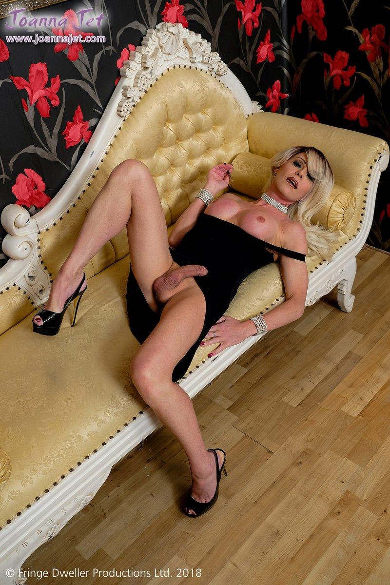 4 pic. #picoftheday x4 from B0lowVmaVt - Posh Vamps #NSFW #transsexual #MILF #ballgown #nopanties
