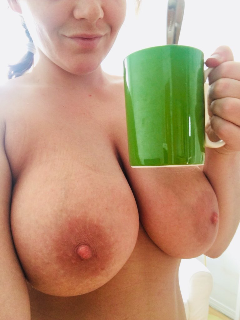 Morning bitches! Happy Titty Tuesday! #coffeetime 🦋🌸🌻🌺💋🌈🍳☕️🥛 SDfsp7Nt1t