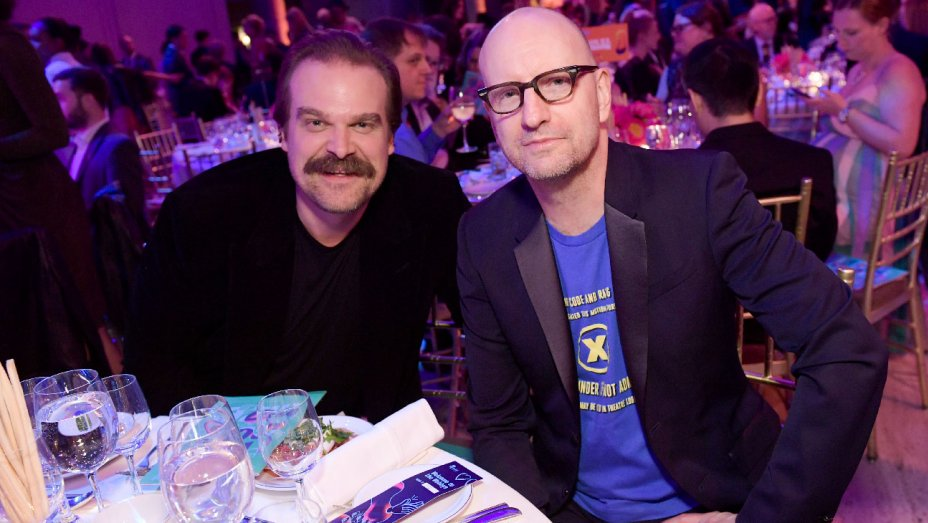 .@DavidKHarbour, @iJesseWilliams call for #NetNeutrality at 2018 Webby Awards https://t.co/5sS5y6pUWE https://t.co/TS0ULfq2r4