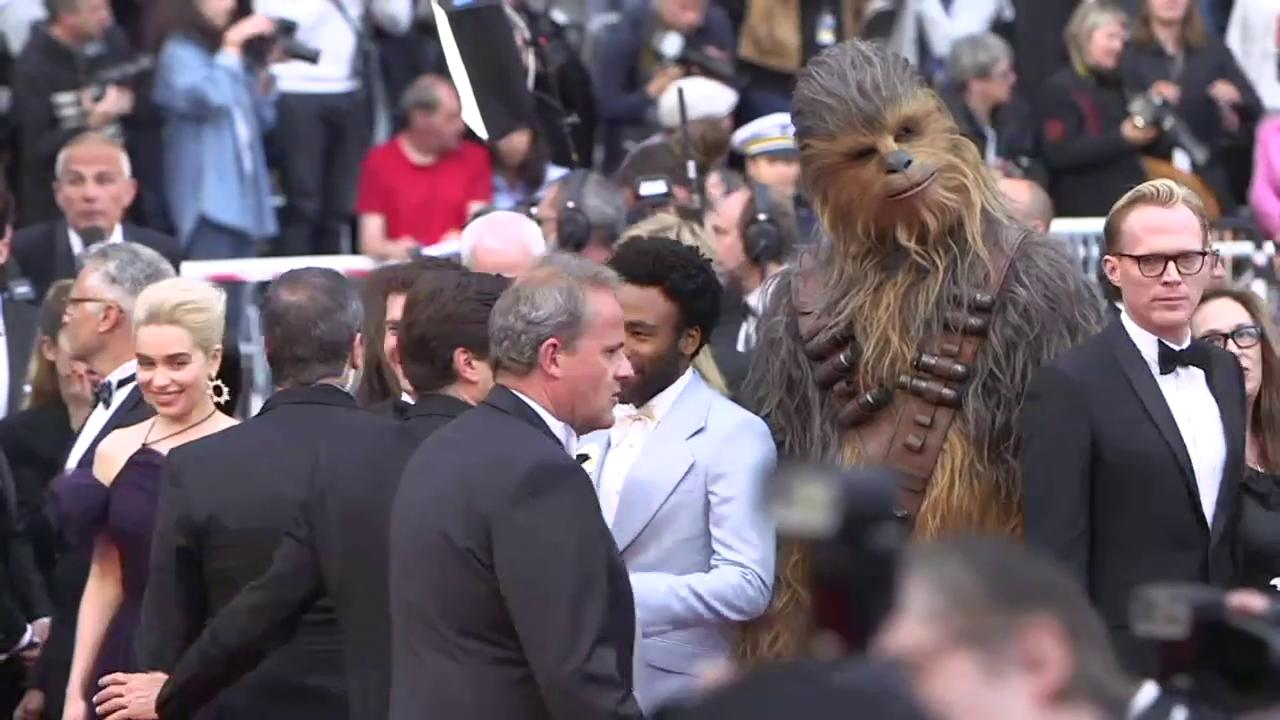 The cast of #SoloAStarWarsStory has arrived https://t.co/4QnOaFCjvg #Cannes2018 https://t.co/8ggak3MM8z