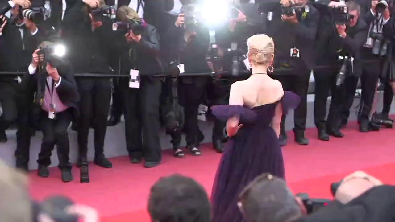 .@emiliaclarke was all smiles at the #Cannes2018 premiere of #SoloAStarWarsStory https://t.co/4QnOaFCjvg https://t.co/TsOofZQEVv