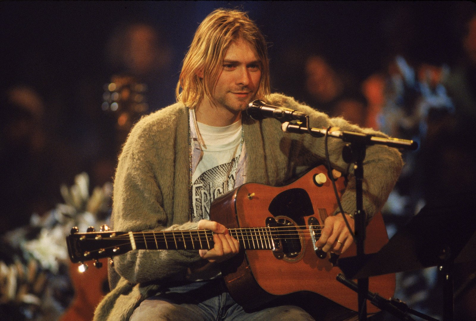 Iconic Kurt Cobain guitar goes to Frances Bean's ex after 2-year legal battle https://t.co/sCHv8GqNUa https://t.co/O6wCXMJxUf