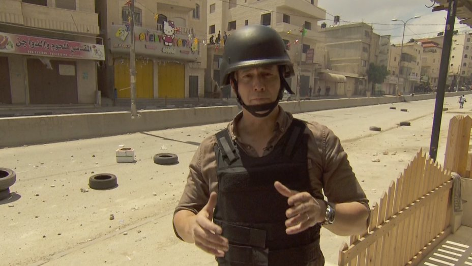 Q&A: 'CBS Evening News' anchor Jeff Glor is reporting from the battle lines