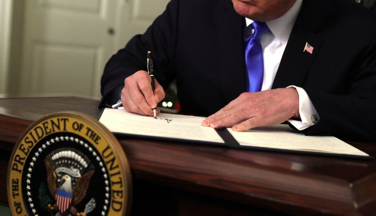 RT @dcexaminer: Trump signs order to improve government tech practices https://t.co/NBiWsZ3Byz https://t.co/FxEgOJCgB5