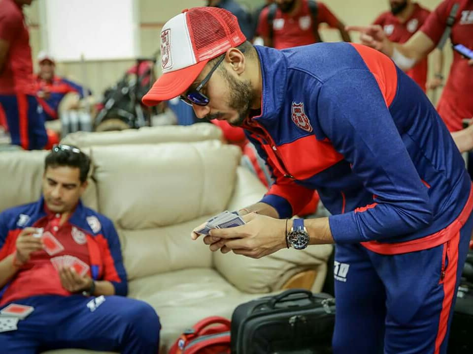 What better than a game of cards to pass time while traveling ???? #LivePunjabiPlayPunjabi #MIvKXIP https://t.co/PPrP8eO6BV
