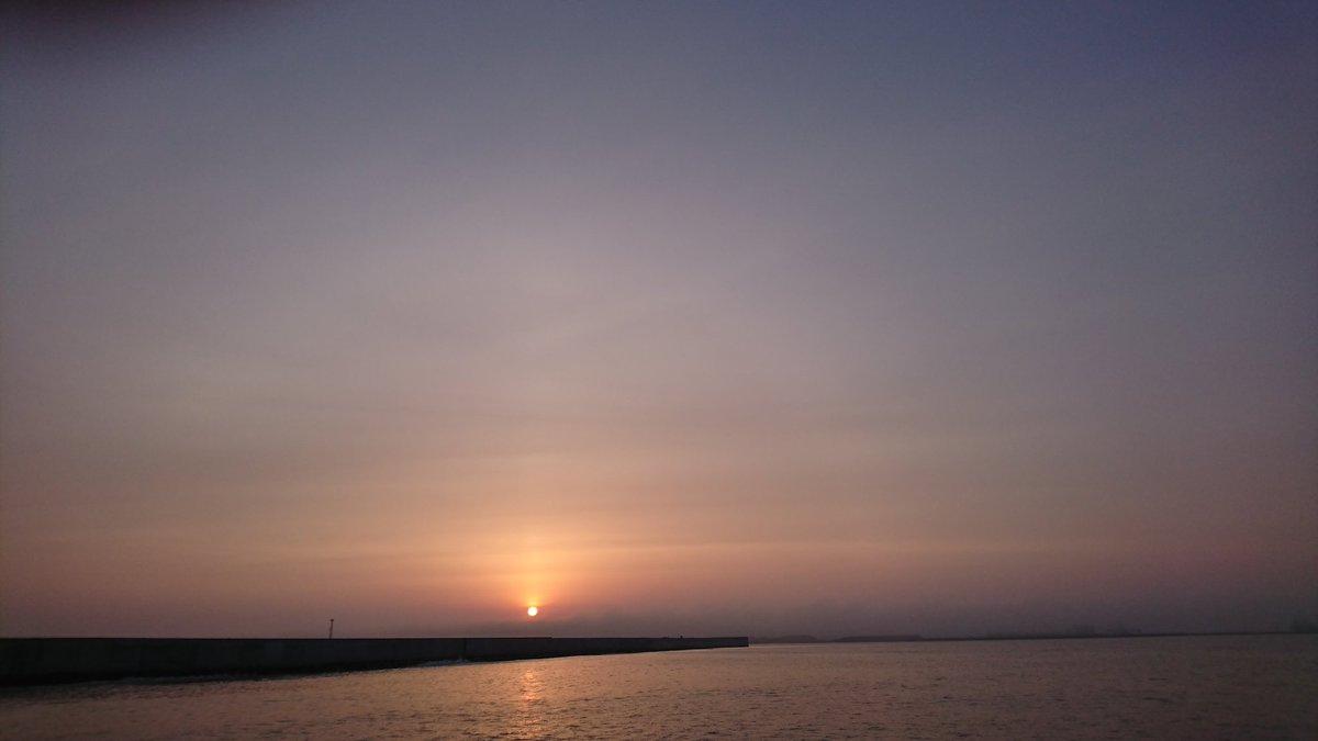 朝から休み休みだか振り倒した! 釣果は、、、 察してください。。。  今日の綺麗は朝日と夕日をご覧あれ! https://t.co/bfbcvdSQRL