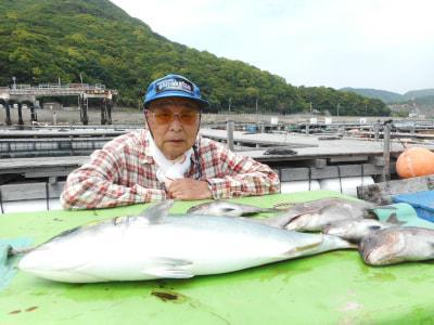 和歌山県中部 由良海つり公園  辻本様の釣果  水温も上がってます。魚の活性も上がってくるでしょう。 いろんなエサをお持ち下さいね。明日は休園日です。 https://t.co/vKQbyVHzWk https://t.co/0djiCarNRB