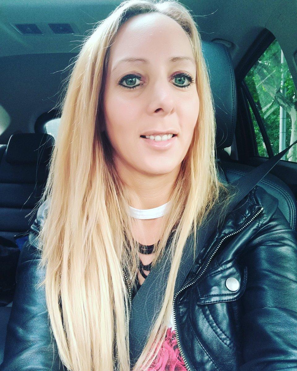 Immer noch im Stau nach Stuttgart zum Zahnarzt #Zahnarzt #zahnarztangs #smile xmsjd9WJ7
