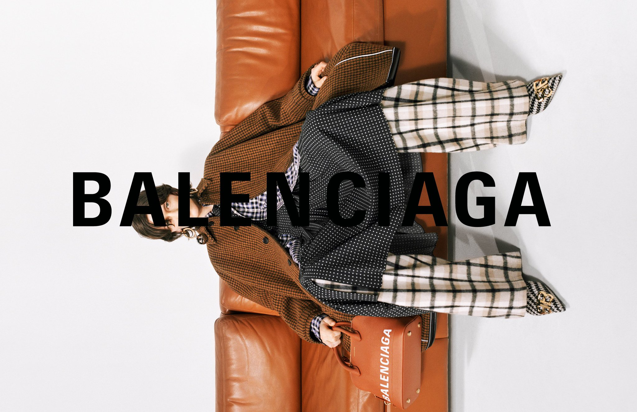 Have you seen @BALENCIAGA's latest Fall '18 campaign? Discover the full collection here: https://t.co/mQLJXpFHj4 https://t.co/U3FxMThNp9