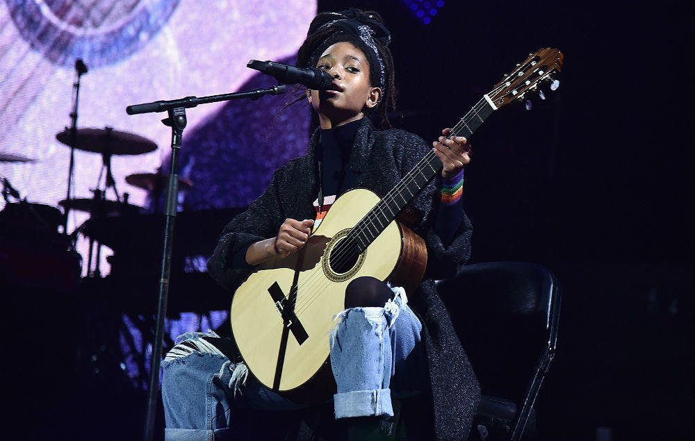 Willow Smith opens up about battle with self-harm https://t.co/SQ3B6VHtzZ https://t.co/r5wGduMGH3