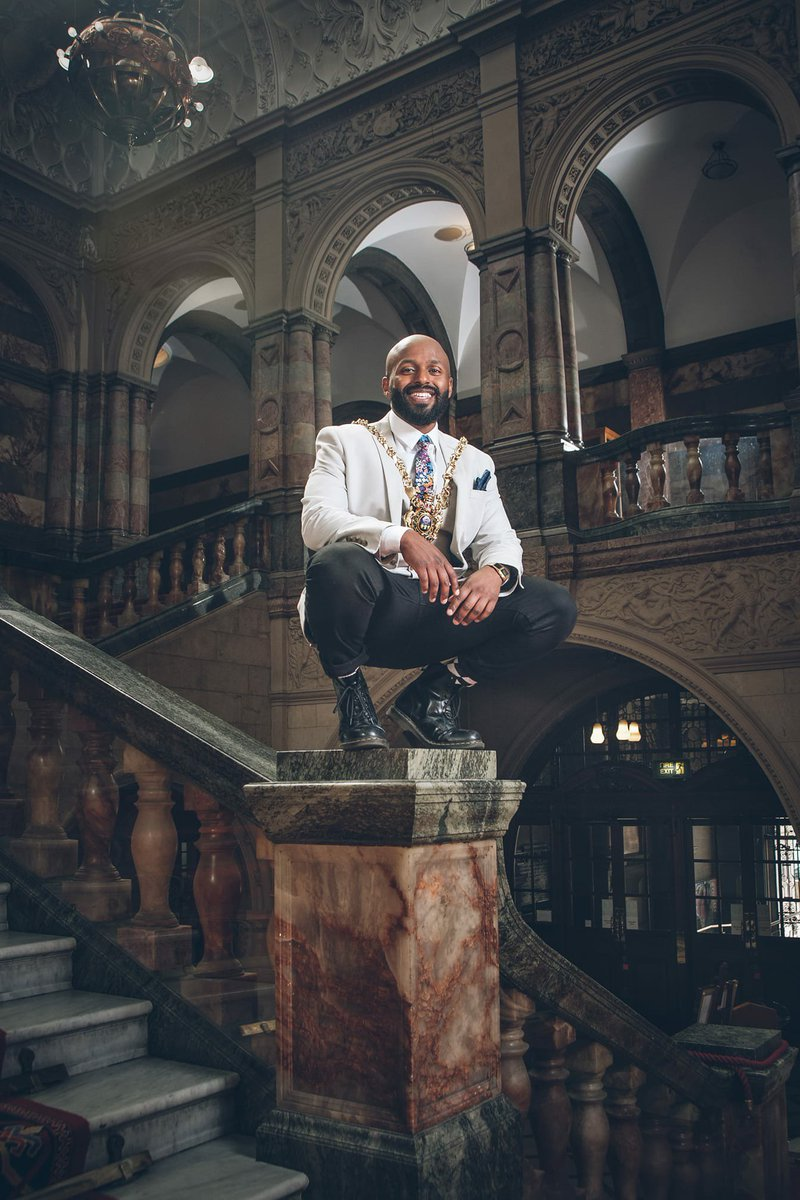 test Twitter Media - RT @Rivettian: Already a big fan of the new lord mayor of Sheffield based on his inaugural portrait alone. https://t.co/Nlfer8IkZs
