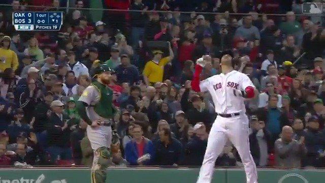 ¡@JDMartinez14 está ENCENDIDO! ������  Este es su 8vo jonrón en sus últimos 21 juegos. �� #LasMayores #MLB https://t.co/bGsLyyg3Ke
