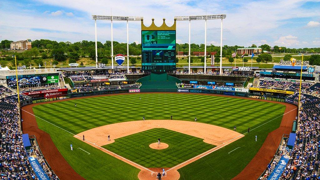 Day baseball. �� https://t.co/YBLFuU54Jl
