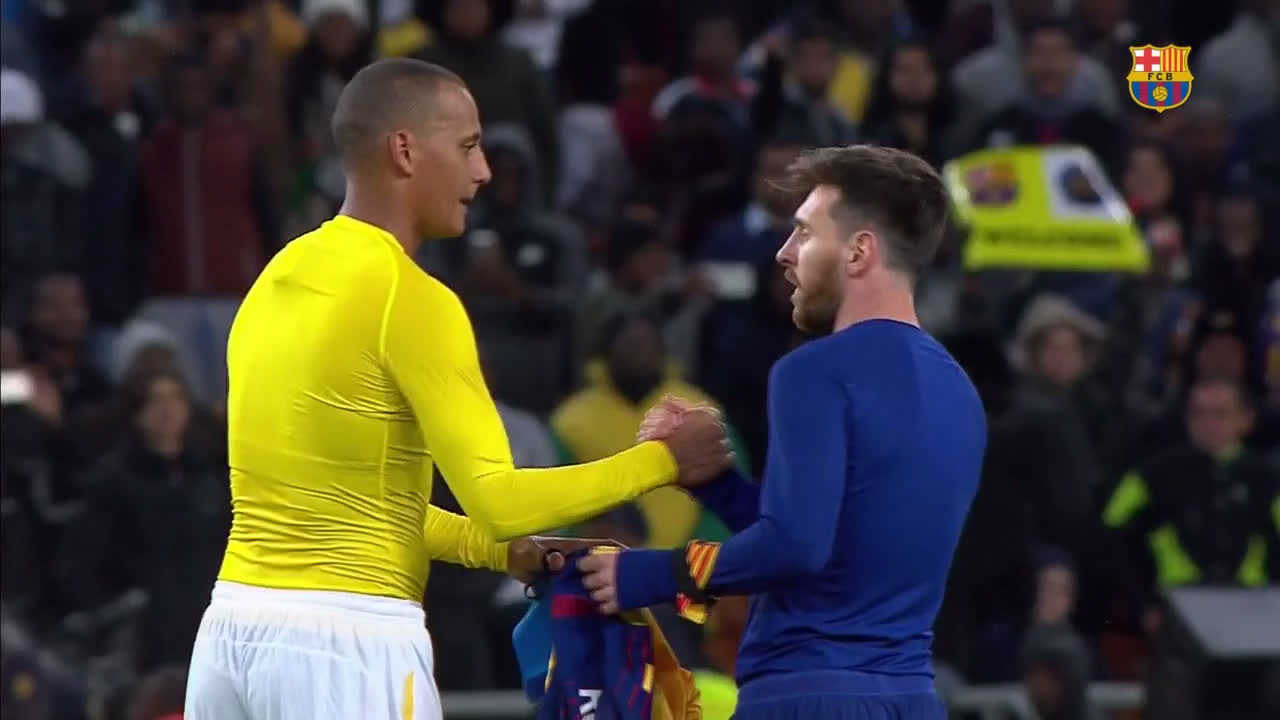�� Wayne Arendse won't be letting that out of his sight! �� ���� #SundownsBarça https://t.co/SoiBuyH8tw