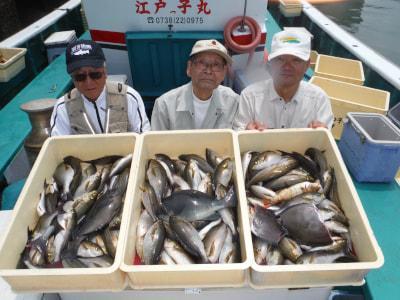 和歌山県中部 江戸っ子丸  広瀬さん、富田さん、有吉さん   イサギ、グレ釣果。 朝一、上り潮はやく後から釣れました。  https://t.co/SjJv5B14r8 https://t.co/Mt9o3NxXph