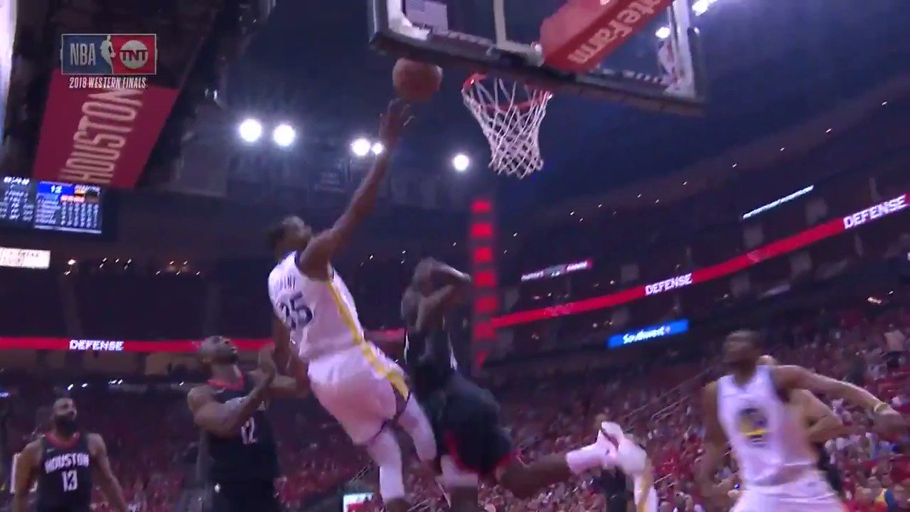 Kevin Durant crosses to the rim! ��  8 in the 1st for KD on @NBAonTNT   #DubNation https://t.co/hMglkFaDNB