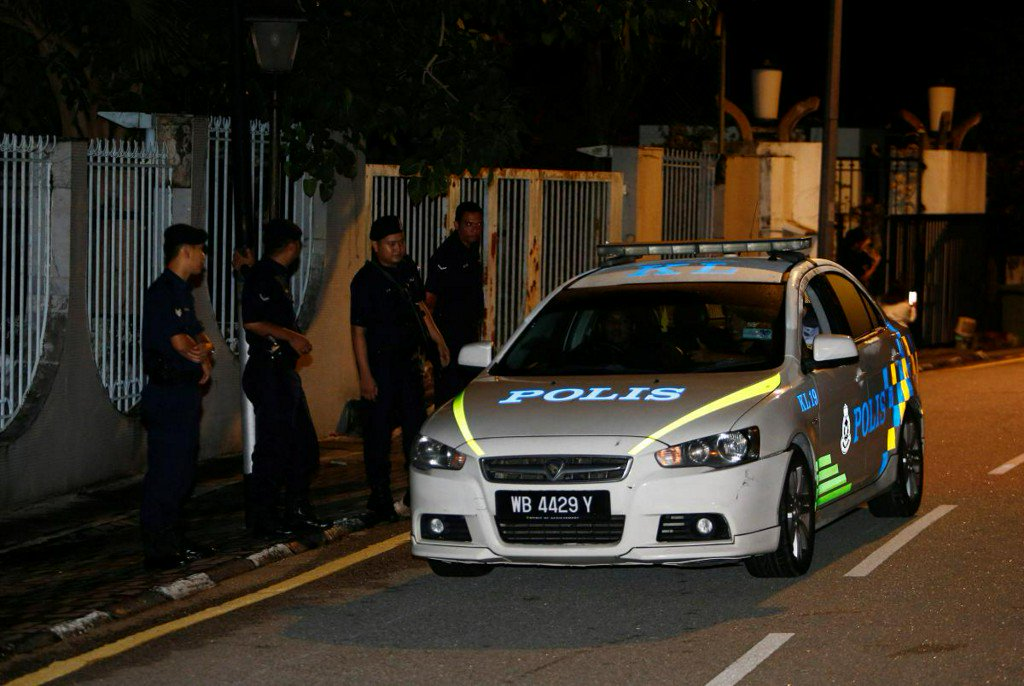 Malaysian police search five places linked to ousted PM Najib https://t.co/vejx290IIM https://t.co/sxJTIjHFQw