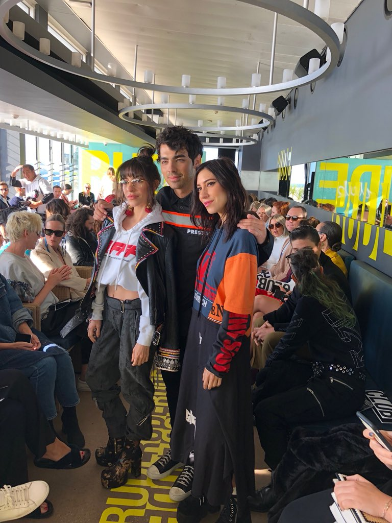 Always good to see my girls @TheVeronicas ����♀️ https://t.co/5OXP6YzrPl