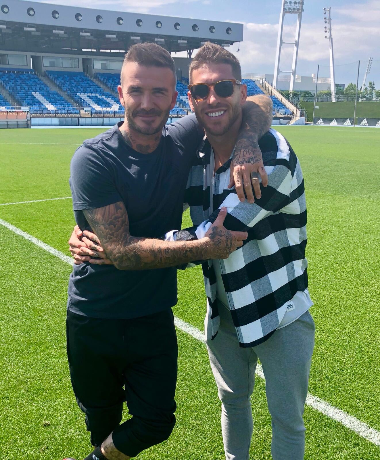 The photo with the most tattoos per cm2... �� and the most love! A great among the greats, Mr David Beckham! https://t.co/Q4X4a5juqx