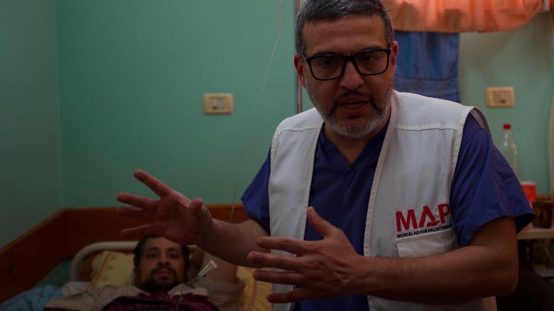 He's treated thousands. The surgeon who keeps returning to Gaza. https://t.co/kfkNijycnO https://t.co/ke95Q4FJbo