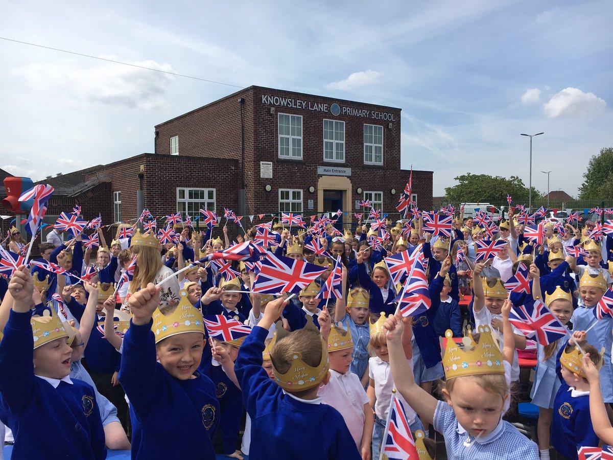 Wow!! What a way to celebrate the #RoyalWedding2018 #HarryandMeghan  @KensingtonRoyal @jillyalb @KnowsleyCouncil https://t.co/4dWh4E4wdP