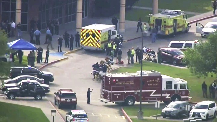 @BroadcastImagem: Ataque a tiros em escola no Texas deixa pelo menos 8 mortos. KTRK TV/AP