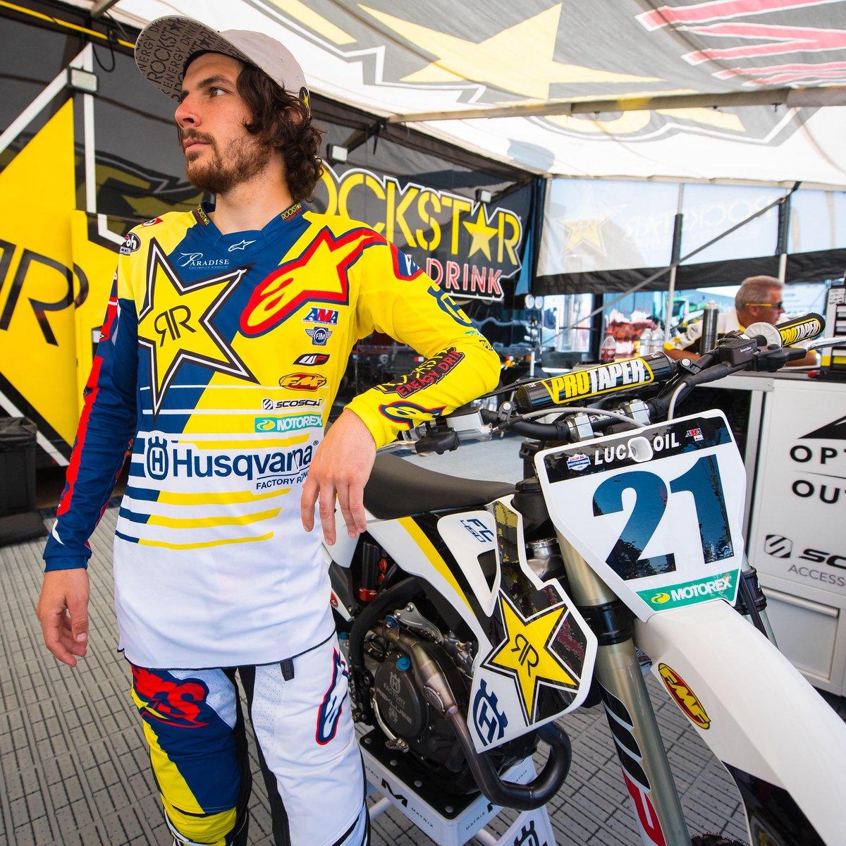 Tucked 🙅🏻♂️ PC. @Cudby @rockstarenergy @Rockstar_Racing @alpinestarsmx https://t.co/jdZtqGVTW6