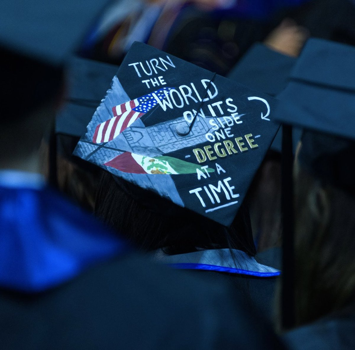 RT @GUAlumni: Too cool. Awesome to see #Hoyas2018 expressing themselves through their graduation caps. Congratulations! https://t.co/YrOVFK…