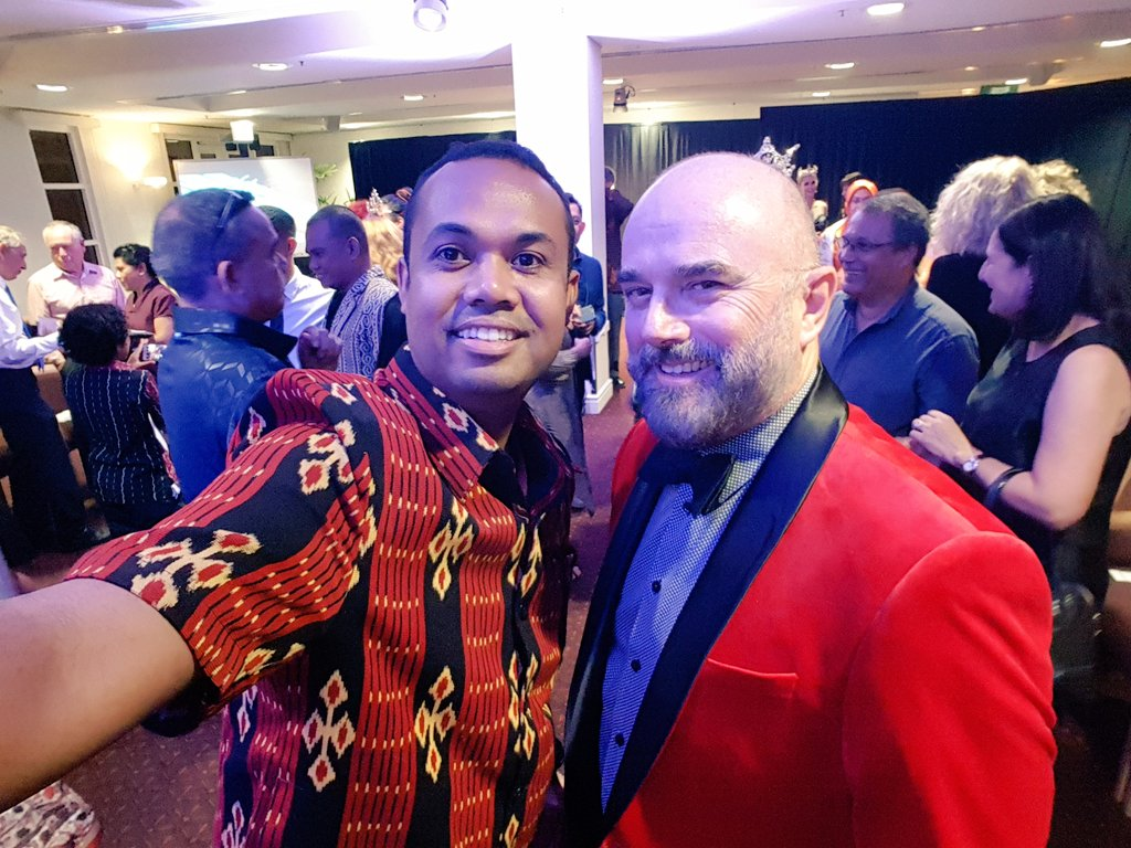 Meeting some great people at the Fusion Fashion Show at NT Parliament House Last Night!!! https://t.co/Z16G8Aws3l