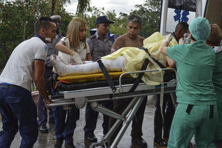 @BroadcastImagem: CUBA: Segundo imprensa, há pelo menos três sobreviventes de queda de avião. Marcelino Vazquez Hernandez/AP