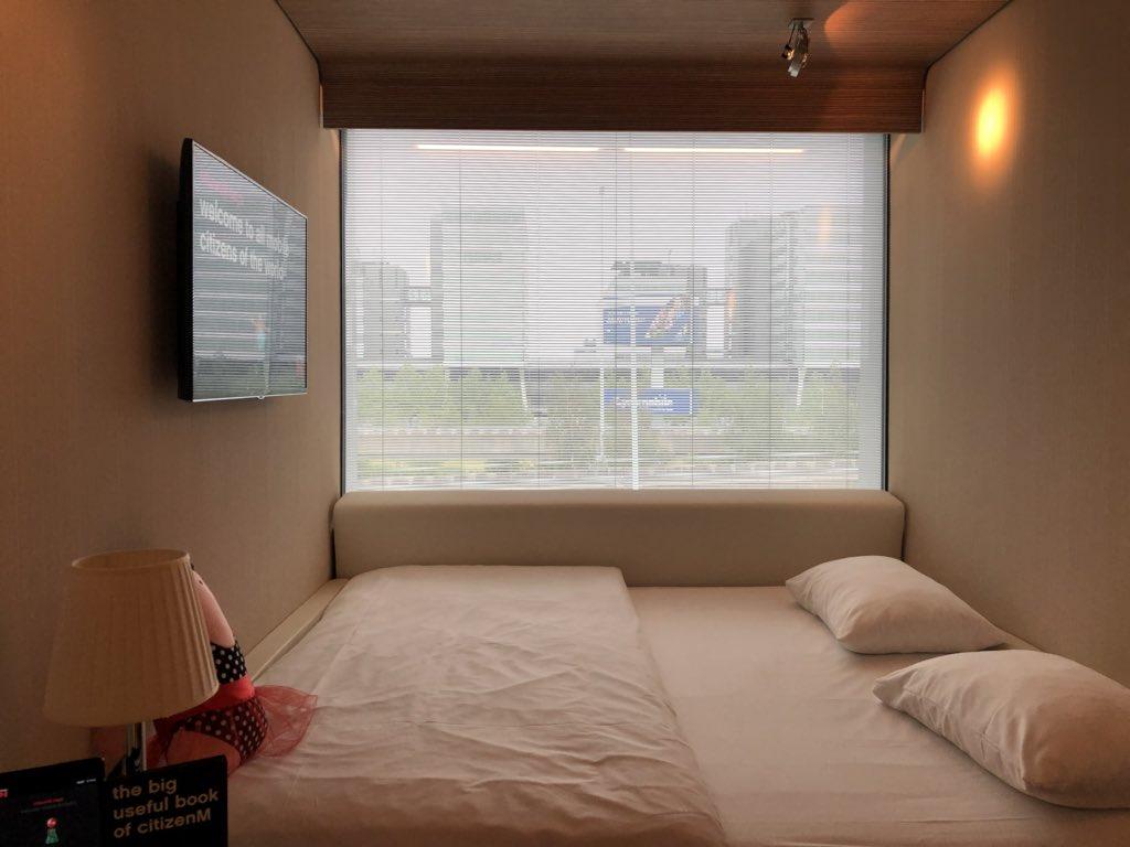 โรงแรม CitiM ที่สนามบินอัมสเตอร์ดัม นอนสองคนนี่ต้องสนิทกันหน่อย เพราะการดีไซน์แบบโมเดิร์นฝุดๆ ห้องอาบน้ำ ห้องส้วม เป็นหลอดๆ แบบนี้เลยครับ #triptwt https://t.co/dVIggXy6L3