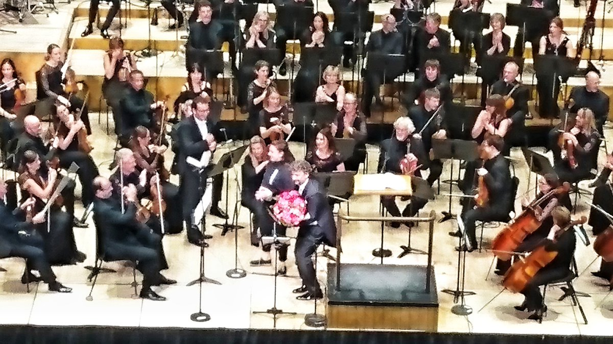 test Twitter Media - Oh mein Gott! These flowers are heavy.   @tenorkaufmann @BBCSO #Rieder https://t.co/zFNuyD9fzT