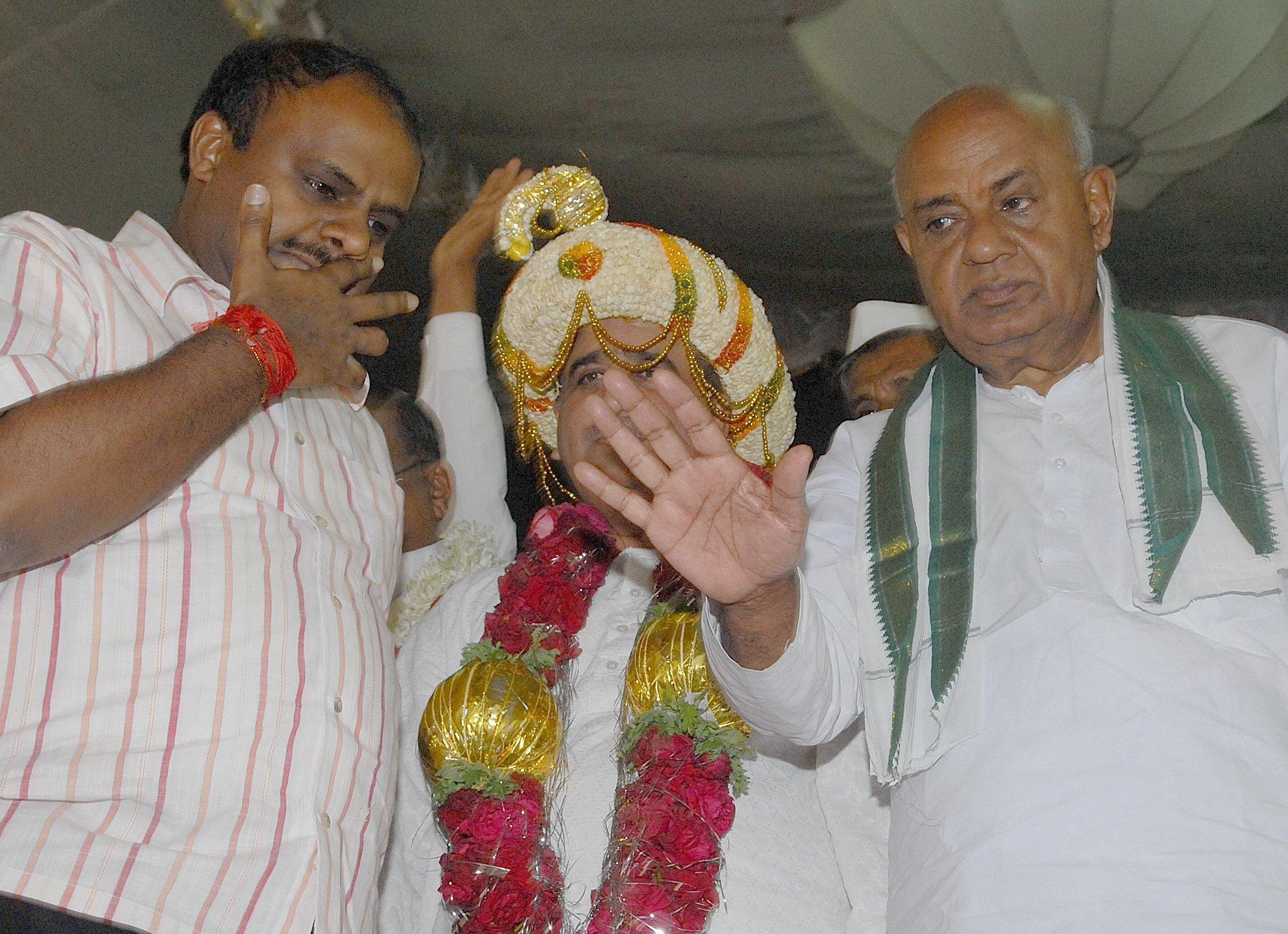 BJP deal tainted son, he's cleansed now: Deve Gowda https://t.co/g54Yknz93q https://t.co/UgYhOj4bqY
