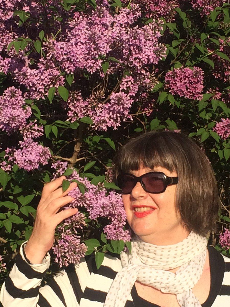 RT @annacnaumann: Happy Pentecost- frohe Pfingsten 🌺🌺🌺 https://t.co/dKpJ2KhBi1