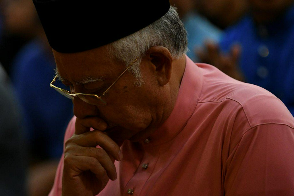 Hounded by graft probe, fearing safety Malaysia's Najib seeks protection https://t.co/tYgxzcfYeO https://t.co/2q5jfXz8Cc