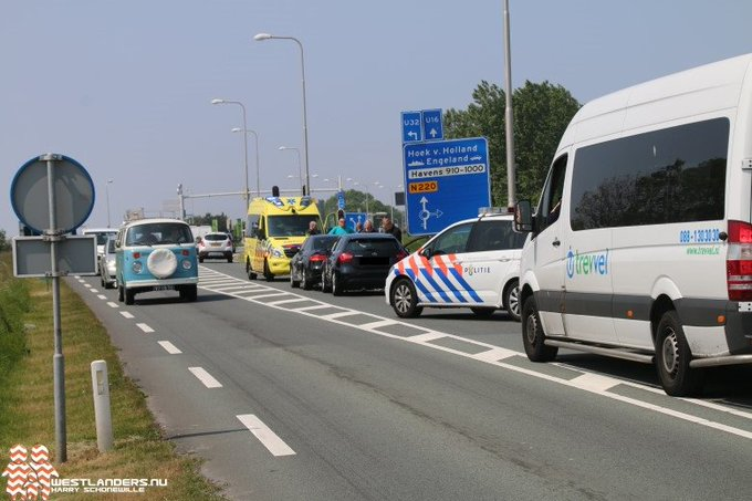 Kop staart botsing op de N220 Maasdijk https://t.co/rWCxV4Emq5 https://t.co/HdgcL4oysG