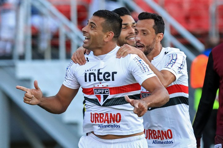 @BroadcastImagem: Com gol de Diego Souza, São Paulo vence Santos no Morumbi pelo brasileirão. Gabriela Biló/Estadão