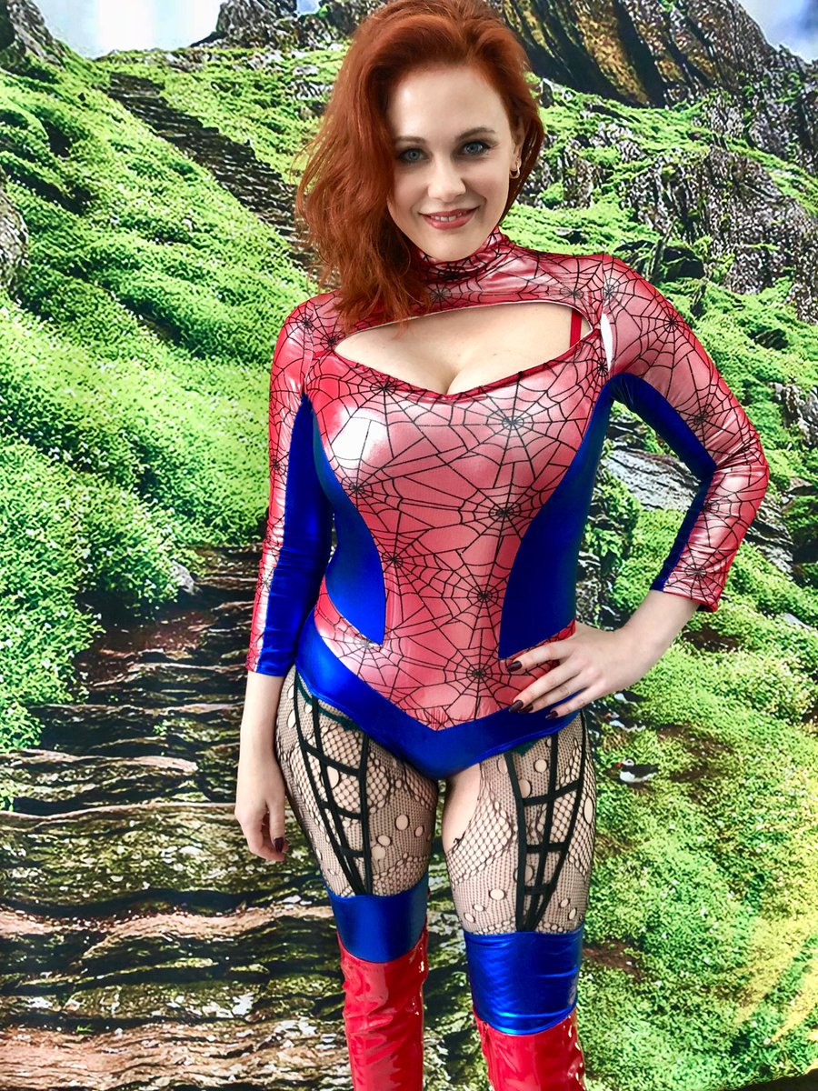 Heading into @comicconrvltn as Spider Woman today... come say hi and grab a selfie! ???? #ontariocomiccon https://t.co/Uxcd9to7jU