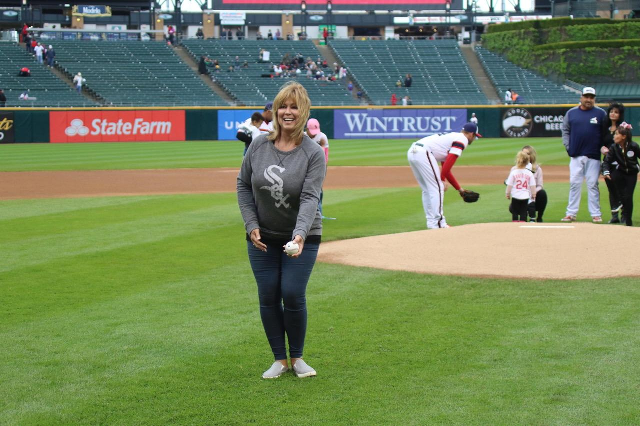Barbara Courtney threw a first pitch to her son, @Nicky_Delmonico. #SoxMoms https://t.co/huexsXsRDF