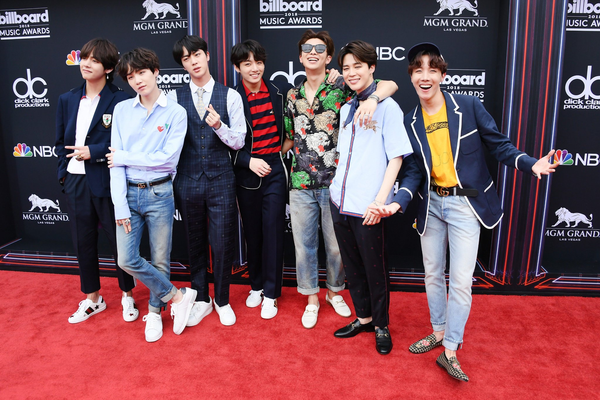 BTS just gave us ALL the outfit ideas at the #bbmas: https://t.co/KzL1nzLpnv https://t.co/fyESgDNG9M